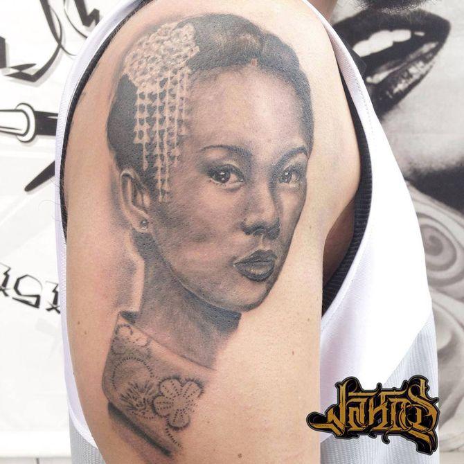 Tattoo gallery rib
